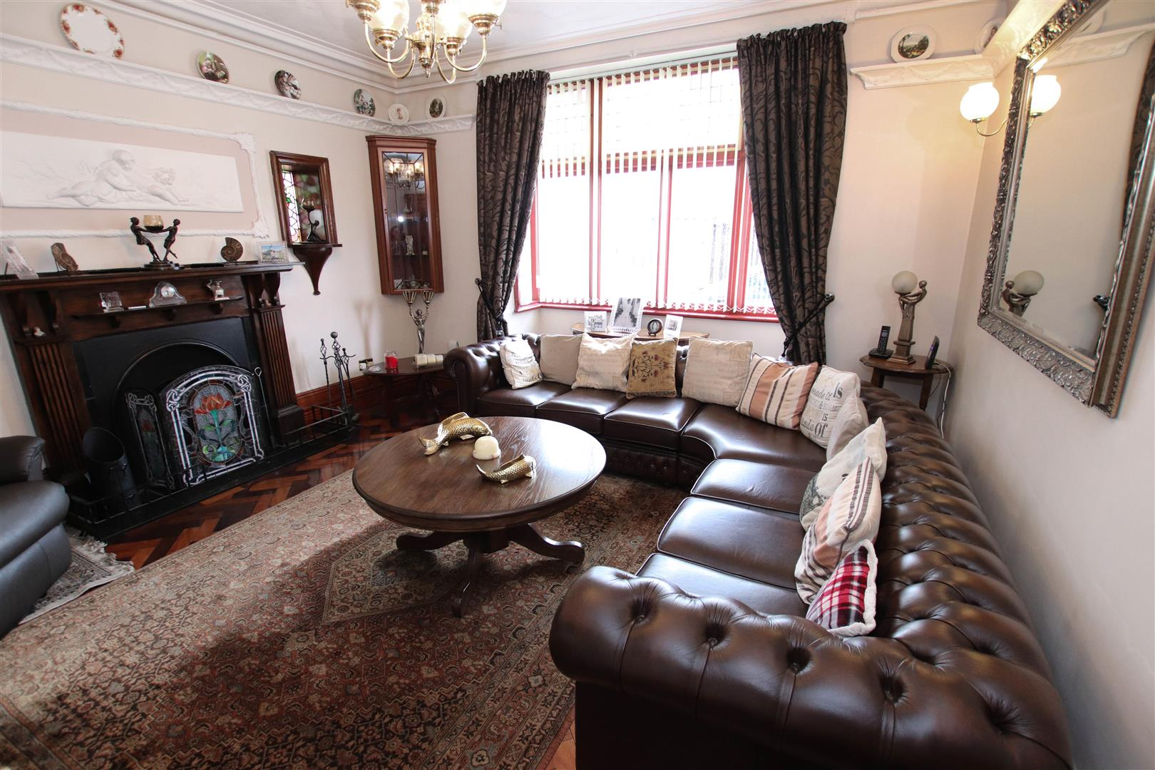 BAY FRONTED SITTING ROOM